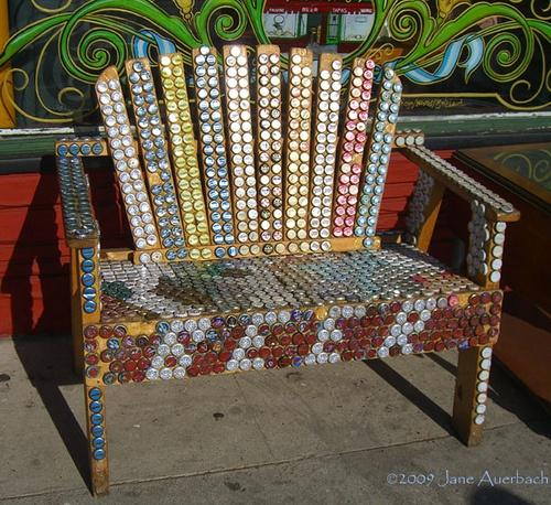 Exceptionnel Très jolies chaises fabriquées avec des bières FJ34