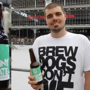 Un homme fait le pari de remplacer l'eau par de la bière !