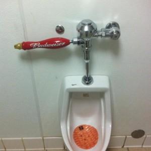 Le robinet à toilette Budweiser !