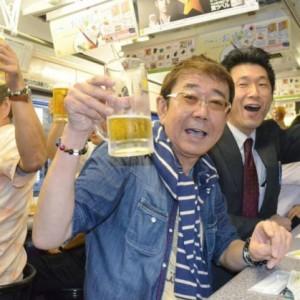 Opération bière à volonté dans un tramway au Japon